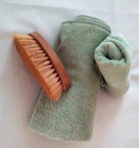 Una spazzola per scrubs pelle