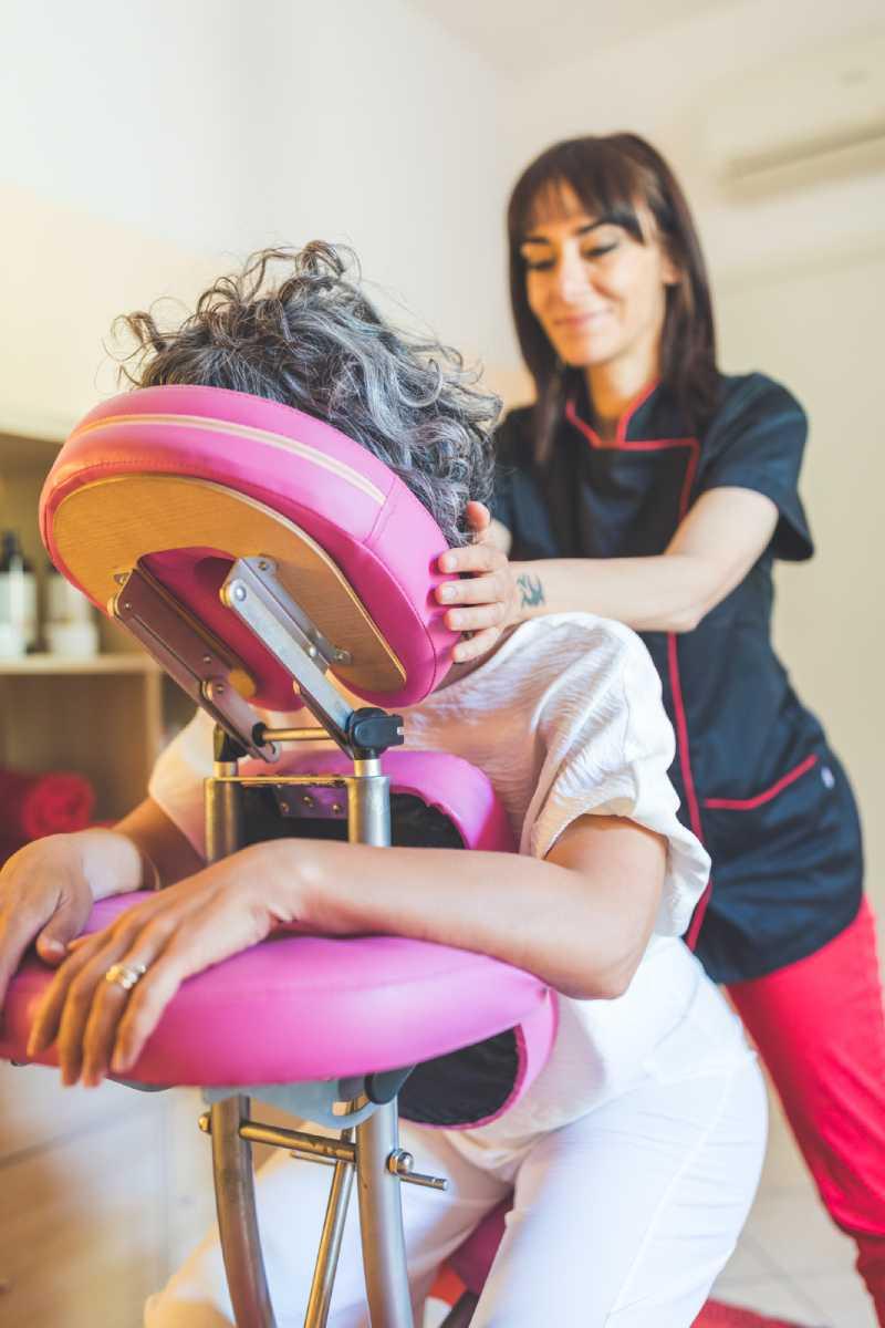 shiatsu in gravidanza a verona su sedia di massaggio